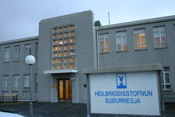 Maðurinn var fluttur á Heilbrigðisstofnun Suðurnesja.
