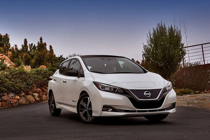"Nissan Leaf – eða ""Leading Environmentally friendly Affordable Family vehicle"" eins og skammstöfunin útleggst – ..."