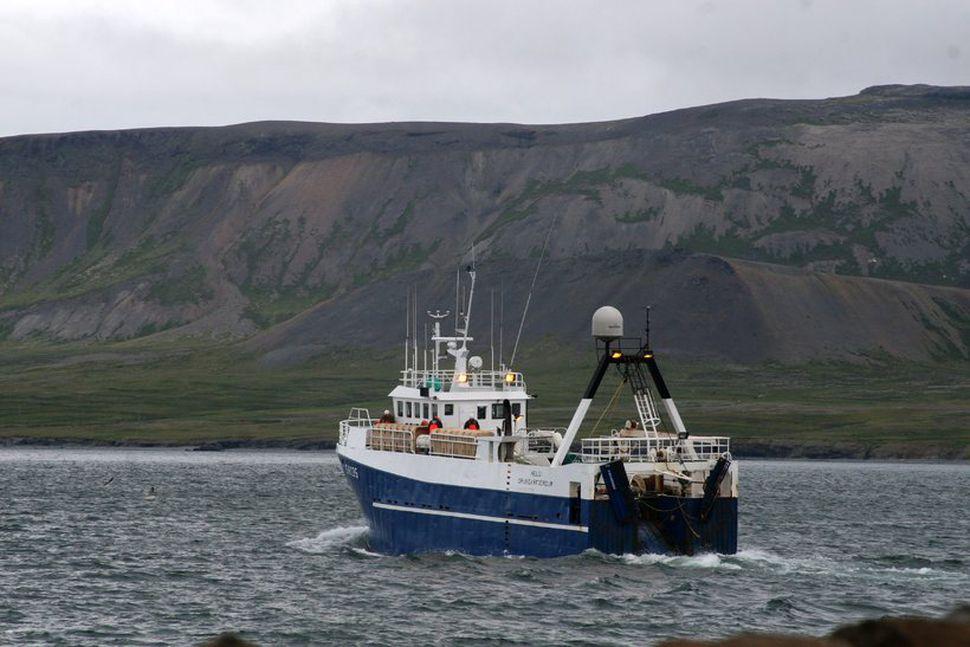 Hringur SH, eitt skipa G. Run, stefnir út Grundarfjörðinn.