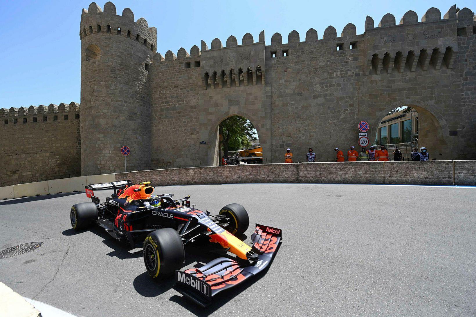 Sergio Perez ekur í Bakú í dag.