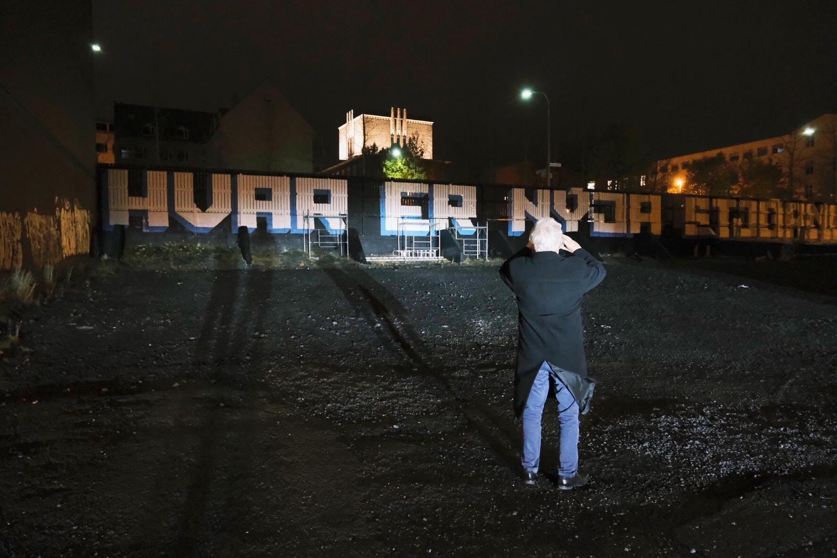"""Spurninguna """"Hvar er nýja stjórnarskráin?"""" má finna víða um höfuðborgina, …"""
