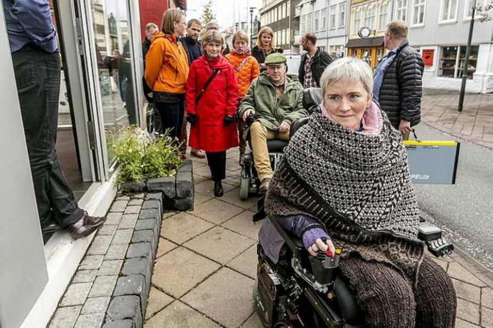 Edda Heiðrún og Jón Gnarr á Laugavegi