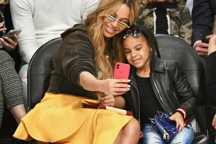 Beyoncé and Blue Ivy Carter pössuðu vel upp á töskurnar ...