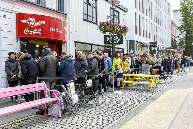 The queue outside the first Dunkin' Donuts in Iceland in 2015.