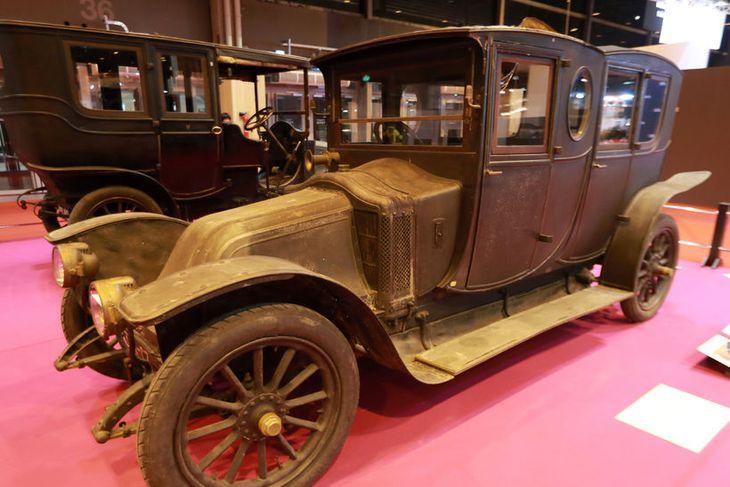 Renault límúsina, type CC frá 1911, með tvískiptu hvolfþaki.
