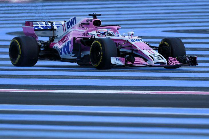 Sergio Perez ekur utan brautar á seinni æfingu dagsins í Paul Ricard brautinni í dag.
