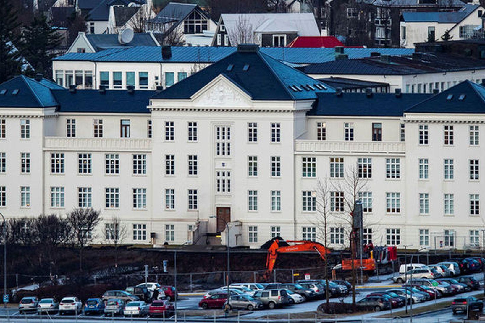 Embætti landlæknis gerði hlutaúttekt á stöðu bráðamóttöku Landspítala og tveggja …