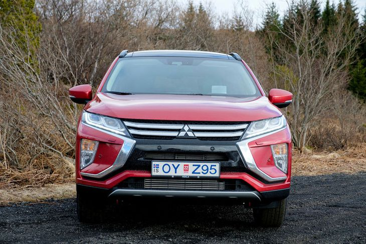 Mitsubishi Eclipse Cross er laglegur á að líta frá flestum hliðum séð, en því verður ...