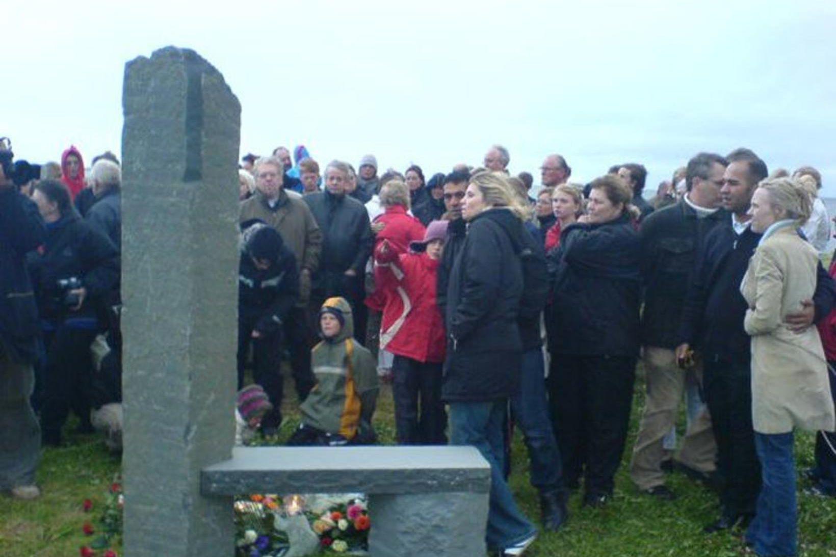 Minnisvarði var reistur um slysið í Skerjafirði 7. ágúst 2005, …