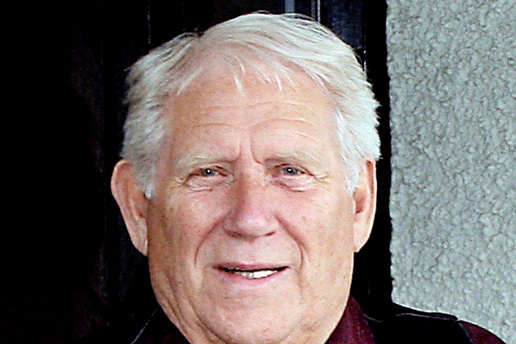Júlíus Kristjánsson.