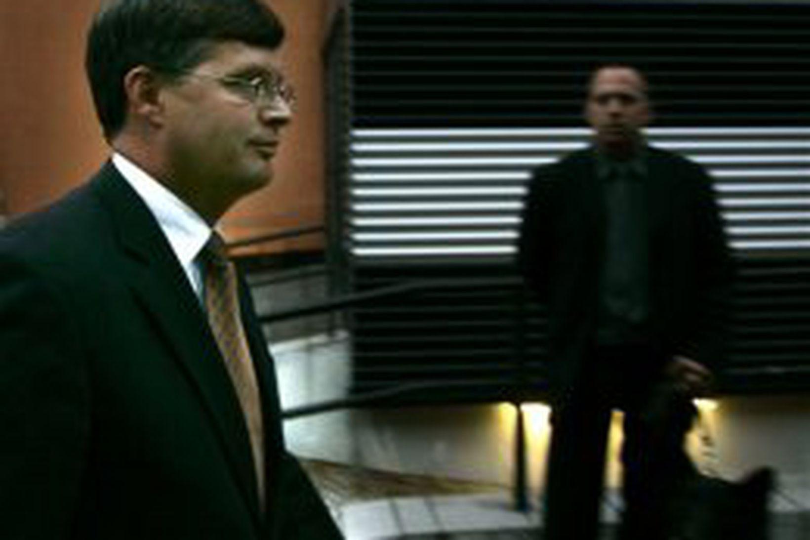 Jan Peter Balkenende, forsætisráðherra Hollands, kemur í sjónvarpsviðtal í kvöld …