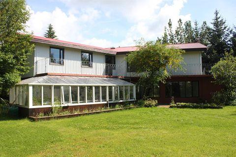 Brekkugerði Guesthouse