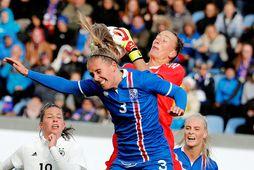 Guðrún Arnardóttir og Almuth Schult í landsleik Íslands og Þýskalands frá 2018.