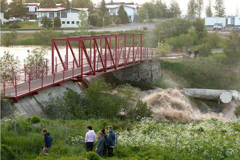 The bridge over Glerá river in Akureyri.