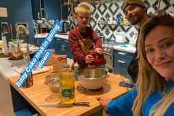 Hilary Duff bakaði með syni sínum.