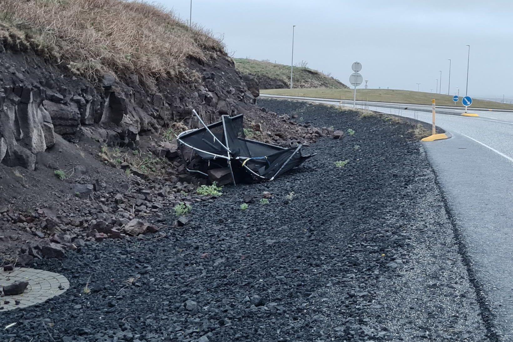 Hætt er við foktjóni og hefur Veðurstofan því beðið fólk …