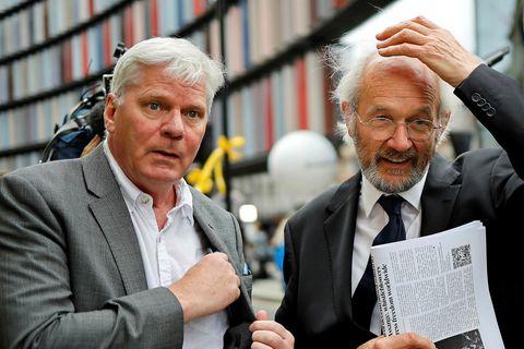 Kristinn ásamt föður Assange, John Shipton.