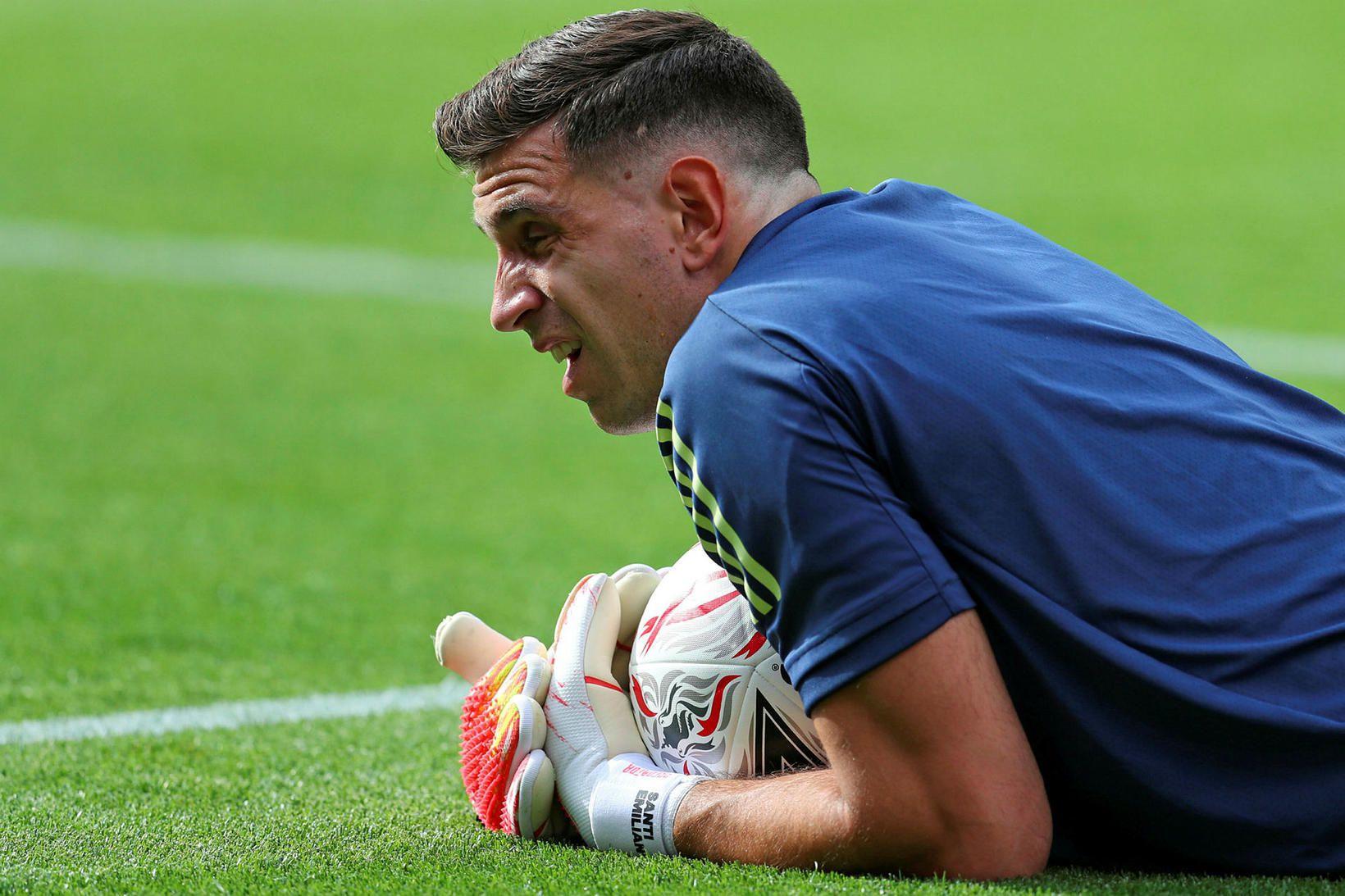 Emiliano Martínez er farinn frá Arsenal til Aston Villa.