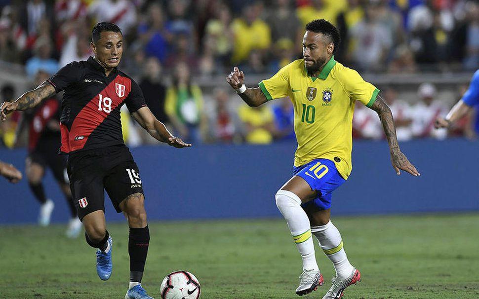 Neymar gat ekki komið í veg fyrir tap hjá Brasilíu.