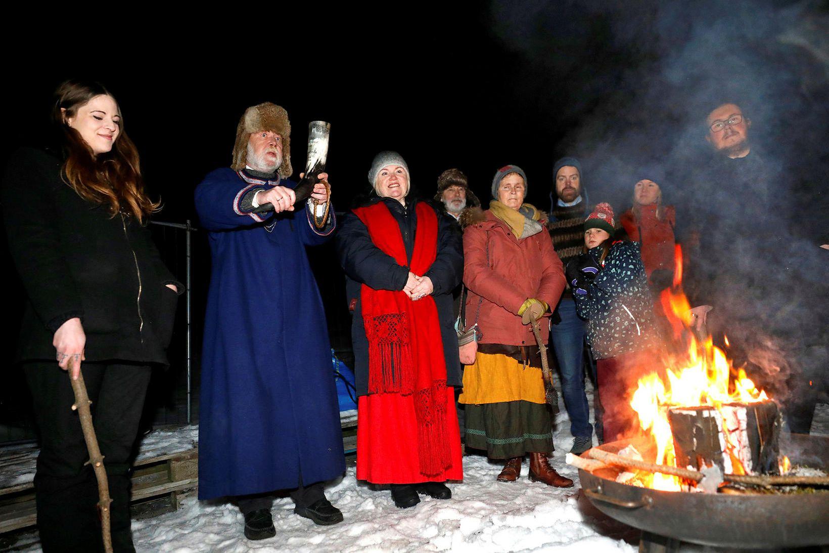 Ásatrúarfólk blótar í Öskjuhlíð í desember 2019.