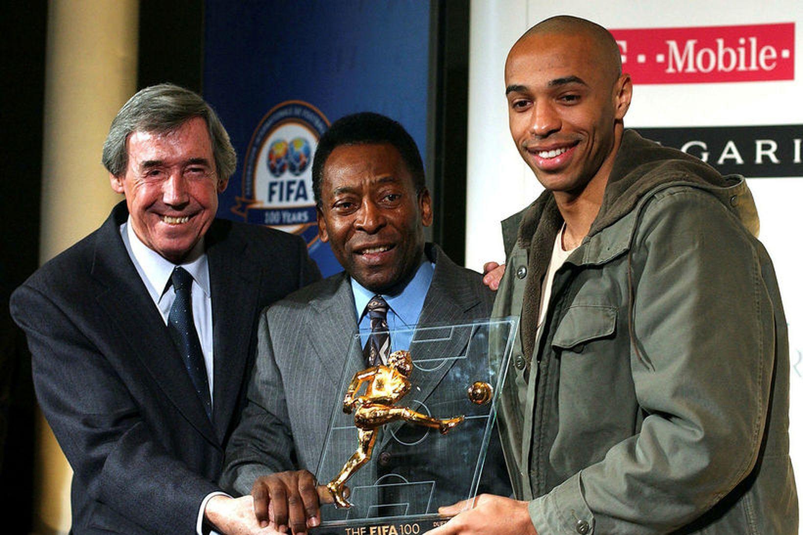 Gordon Banks og Pelé afhenda í sameiningu Thierry Henry verðlaun …
