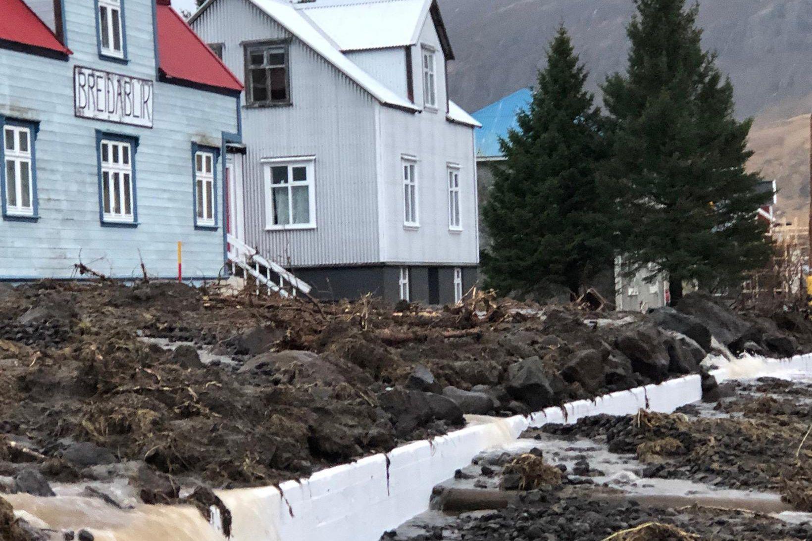 Seyðisfjörður í dag efir aurskriður gærdagsins.