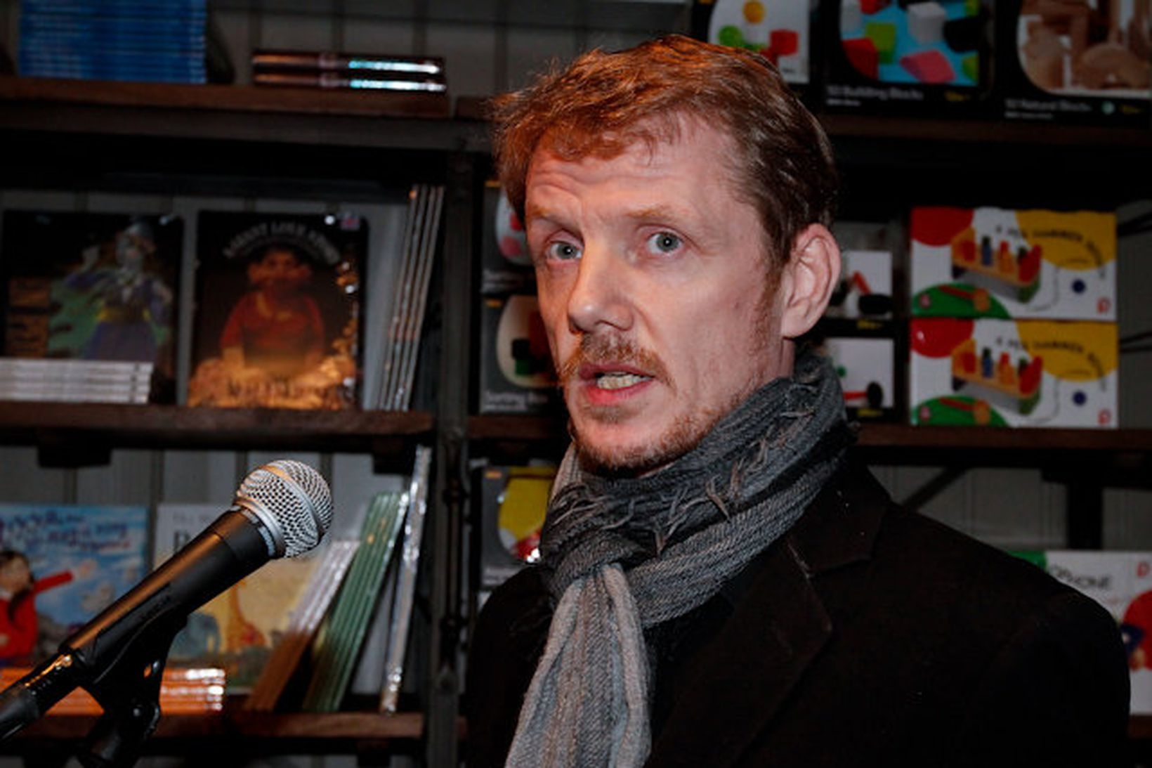 Bjarni Bjarnason að lesa valda kafla úr bókinni sinni Nakti …