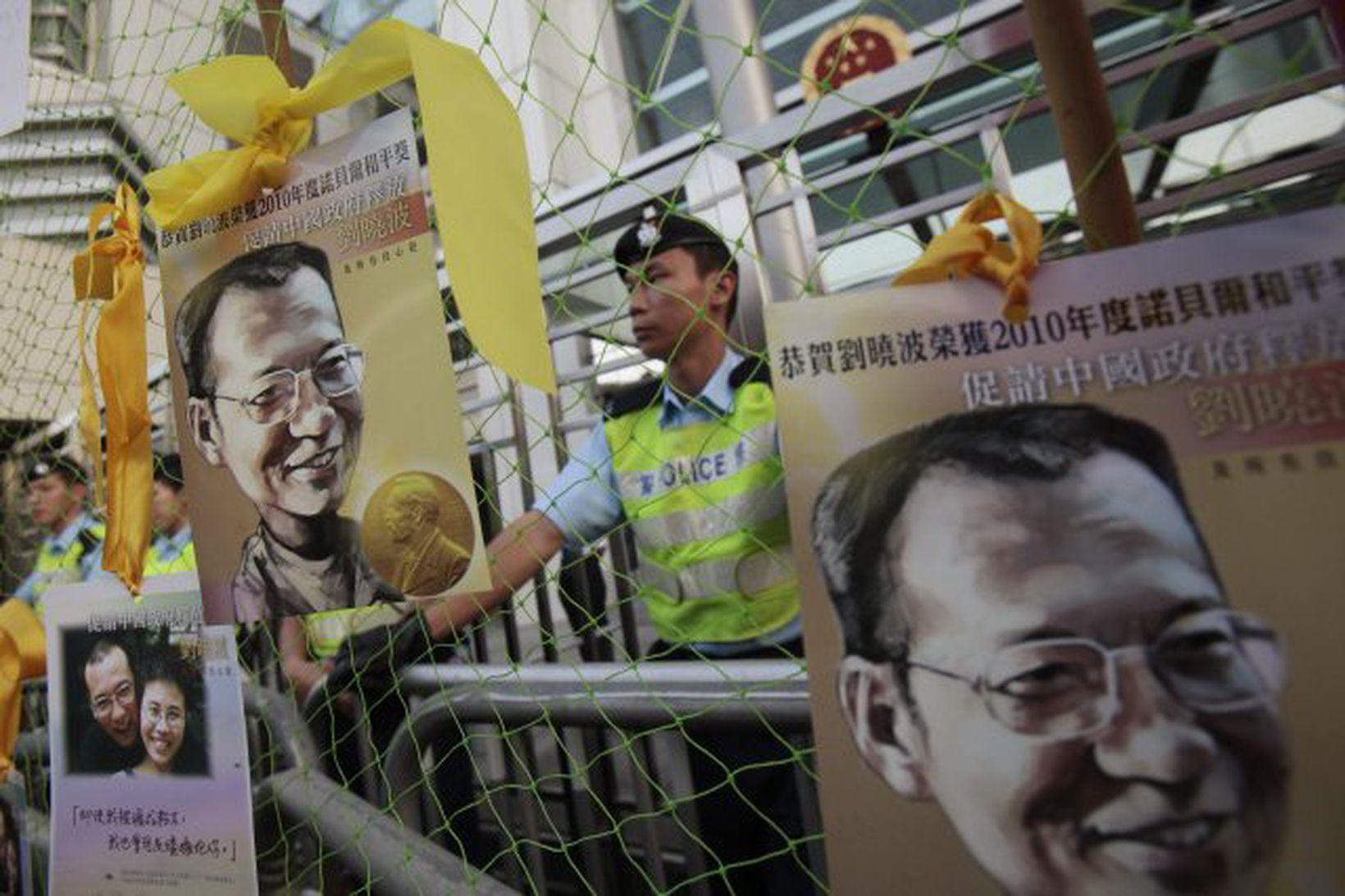 Friðarverðlaunahafinn Liu Xiaobo fær ekki að vera viðstaddur afhendingu verðlaunanna …