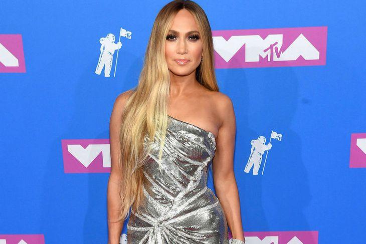 Jennifer Lopez hannaði línuna í samstarfi við Niyama Sol.