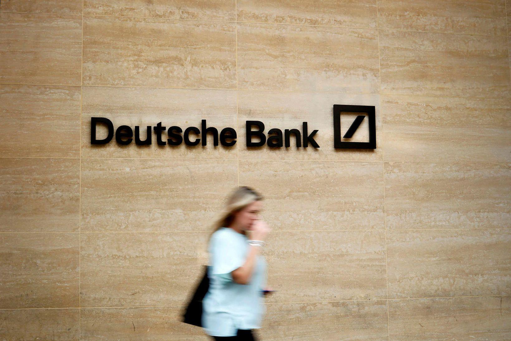 Hlutir í Deutsche Bank féllu um 8% rétt eftir hádegi …