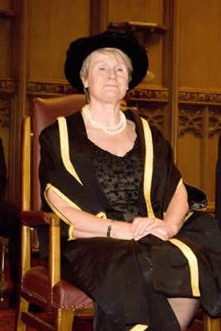 Barónessa Cohen af Pimlico.