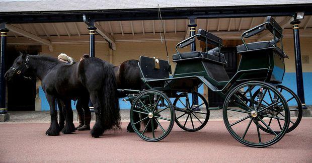 Lafði Louise erfir sérhannaða hestakerru afa síns.