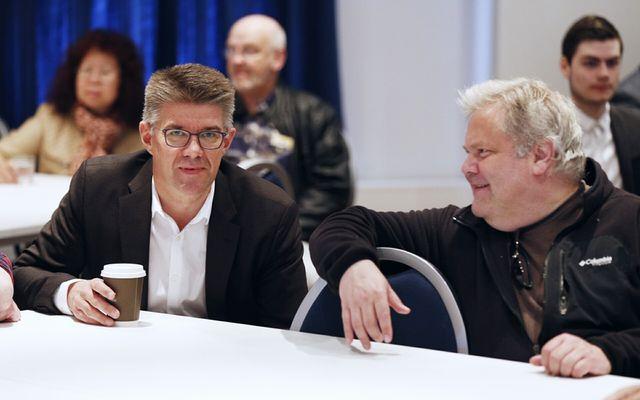 Gunnar Bragi skráði sig í Framfarafélagið á stofnfundinum í dag.