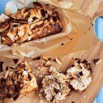 Bananabrauð með trönuberjum, möndlum og kókos