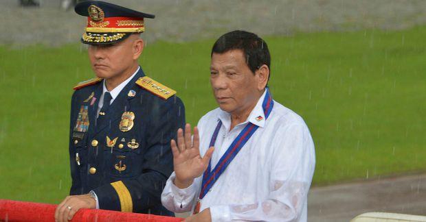 Oscar Albayalde og Rodrigo Duterte.