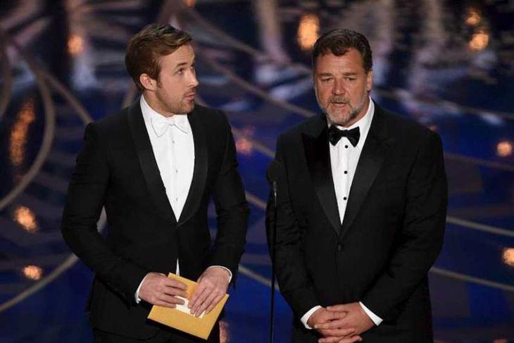 Ryan Gosling og Russell Crowe kynntu verðlaun fyrir besta handritið sem unnið var upp úr ...