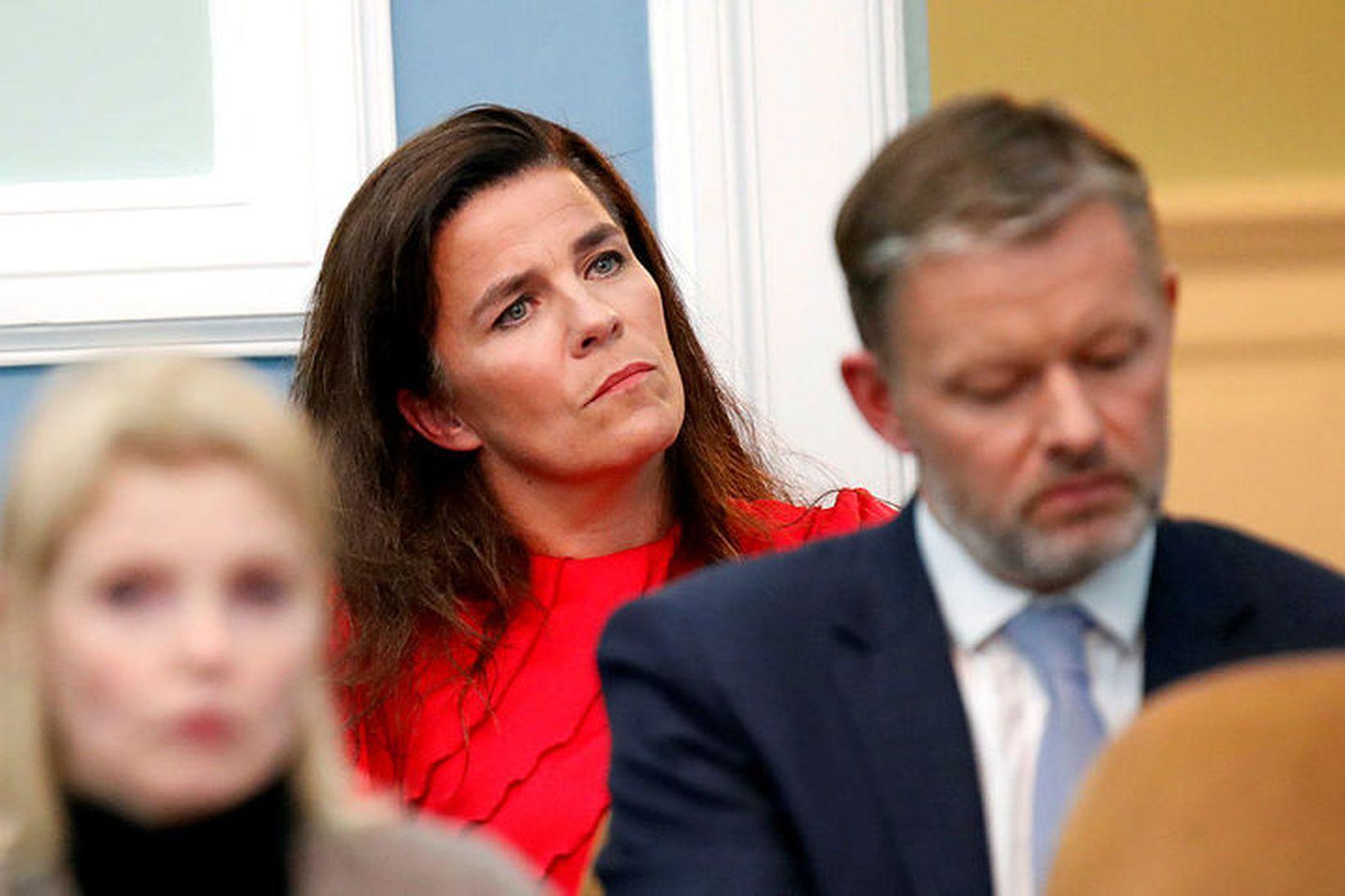 Helga Vala Helgadóttir, þingmaður Samfylkingarinnar, gerði átakið VAKNAÐU að umtalsefni …