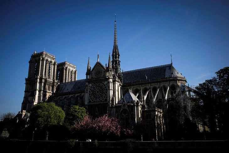 Ljósmynd sem sýnir Notre Dame í apríl 2018.