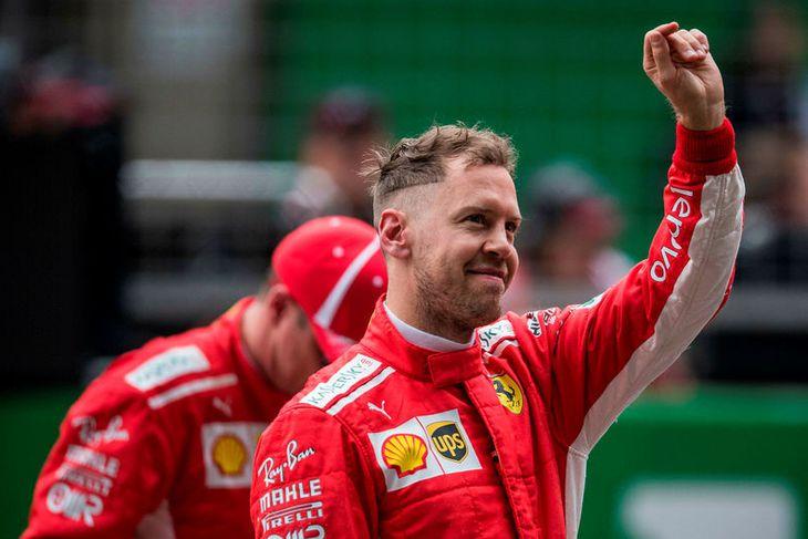 Sebastian Vettel ánægður eftir tímatökuuna í Sjanghæ.
