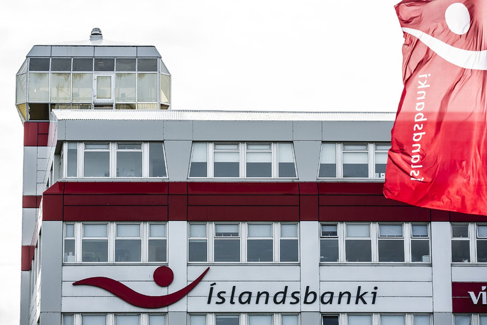 """""""Íslandsbanki lítur málið alvarlegum og hyggst bankinn óska eftir lögreglurannsókn …"""