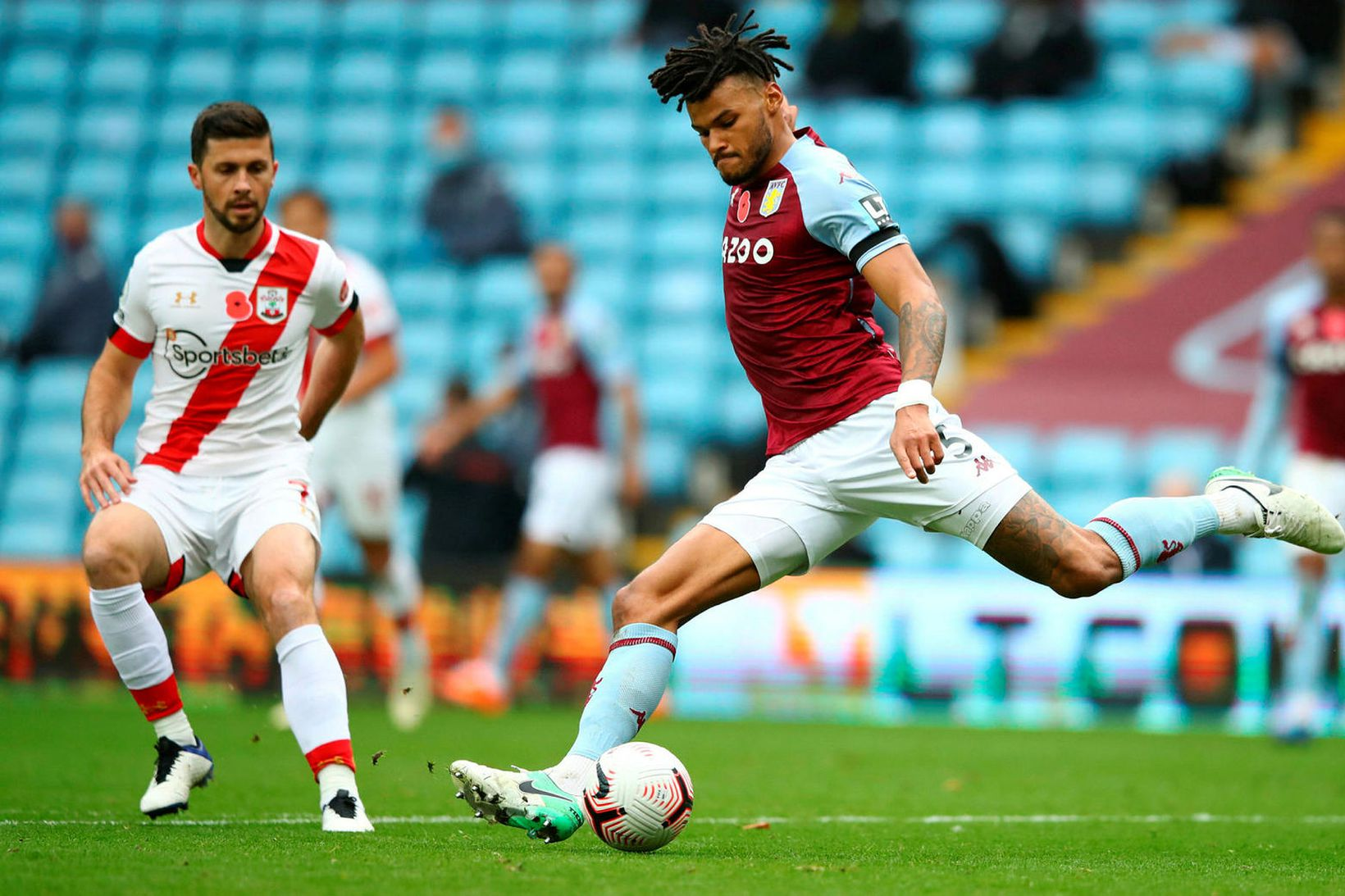 Tyrone Mings í leik með Aston Villa.