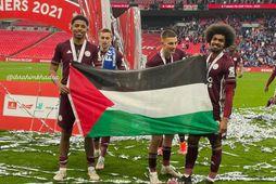 Wesley Fofana og Hamza Choudhury fagna bikarmeistaratitilinum á Wembley.