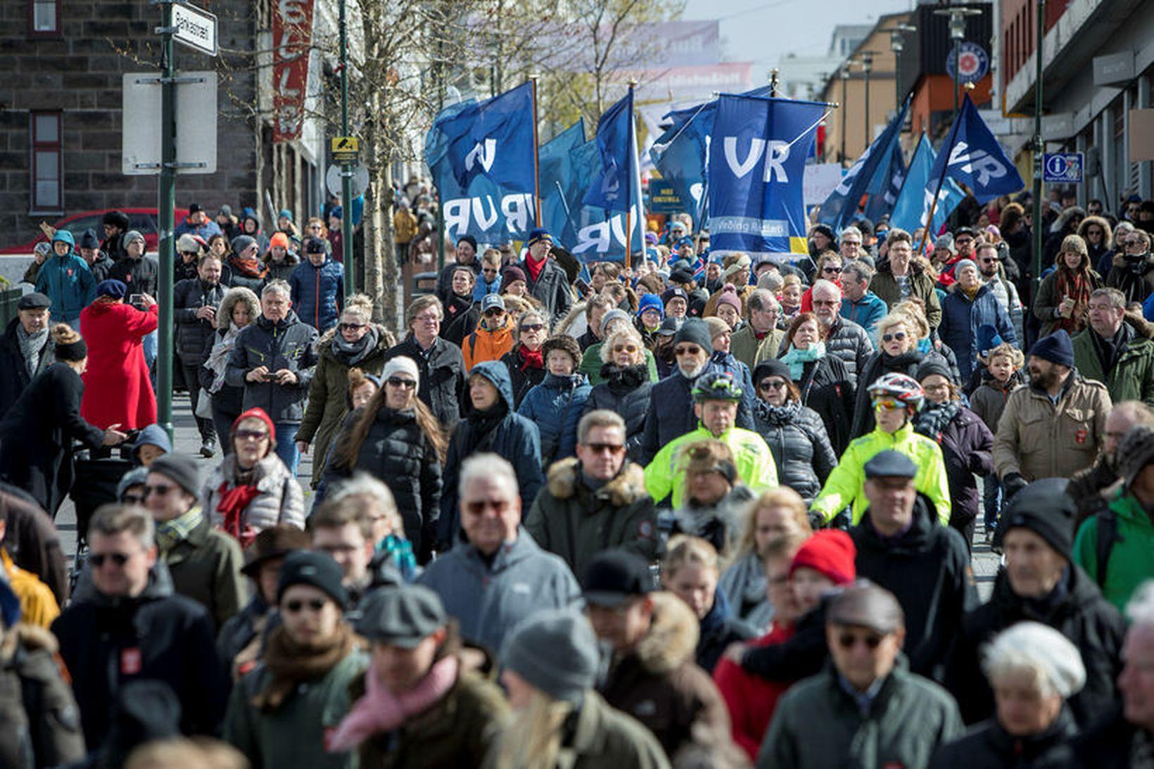 Íslendingar eru orðnir rúmlega 350 þúsund talsins.