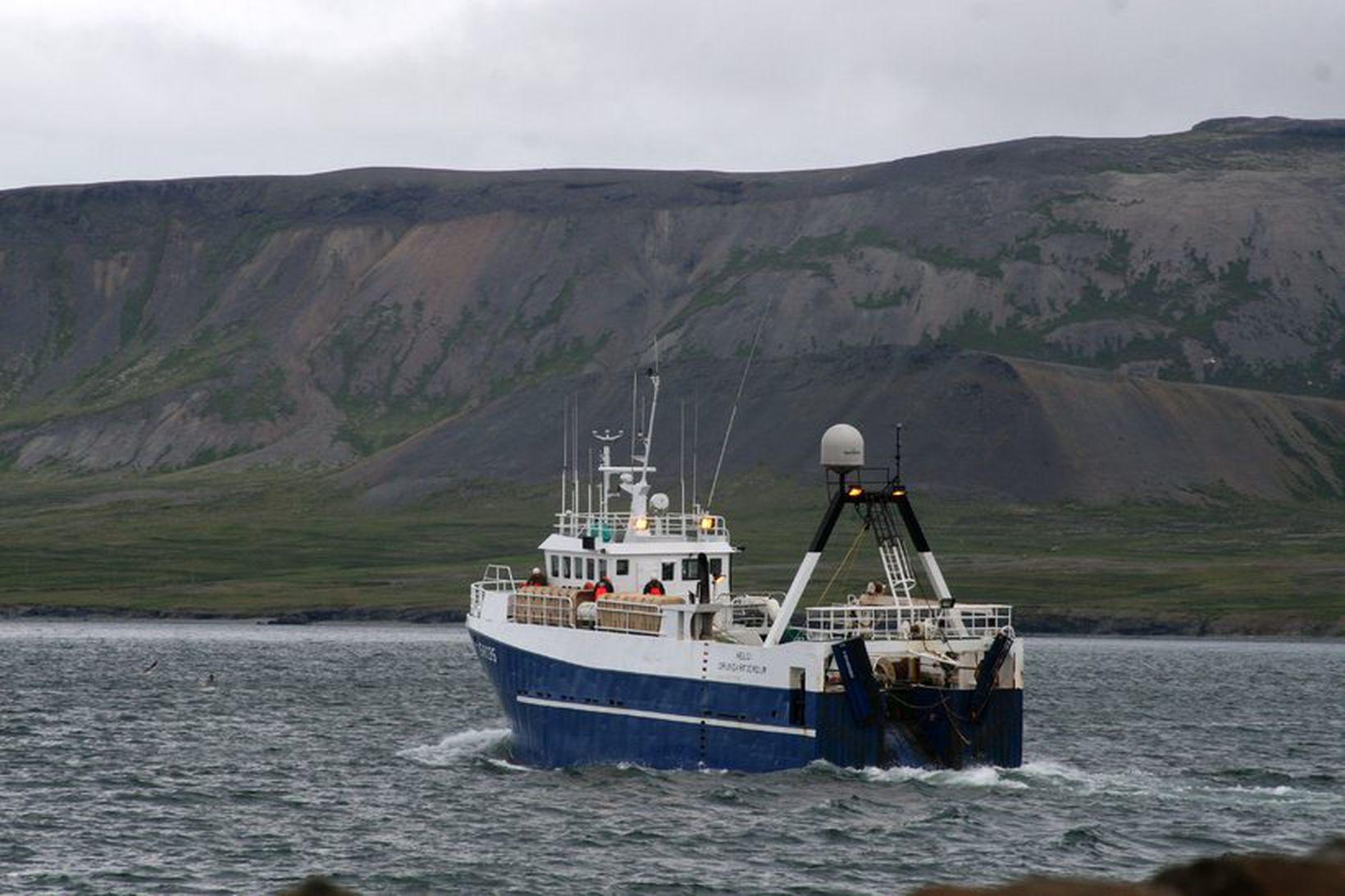 Hringur SH, eitt skipa G. Run, stefnir út Grundarfjörðinn. Fyrirtækið …
