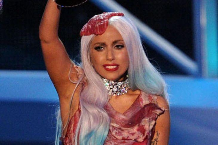 Lady Gaga í kjötkjólnum fræga.