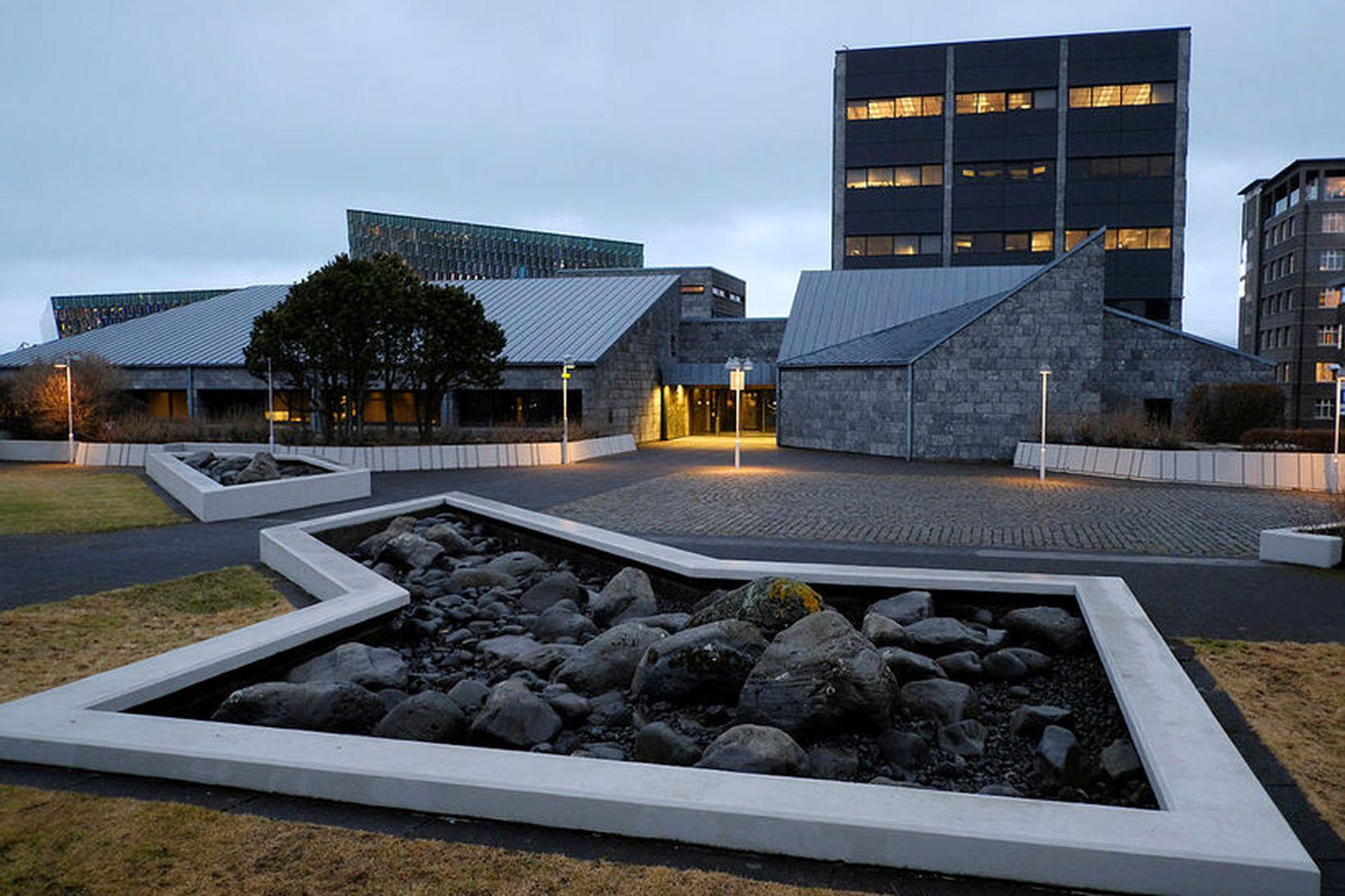 Alþingi hefur samþykkt að sameina Seðlabanka Ísland og Fjármálaeftirlitið í …