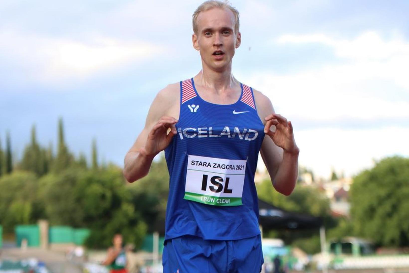 Hlynur Andrésson eftir sigurinn í 5.000 m hlaupinu í Stara …