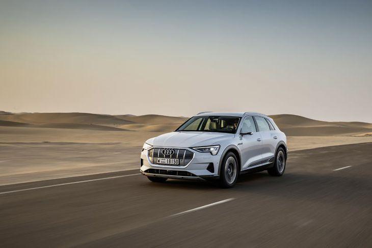 Audi e-tron quattro kemur í vor til landsins.