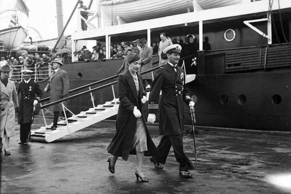 Friðrik ríkisarfi, faðir Margrétar núverandi drottningar, og Ingiríður á Akureyri 1938.