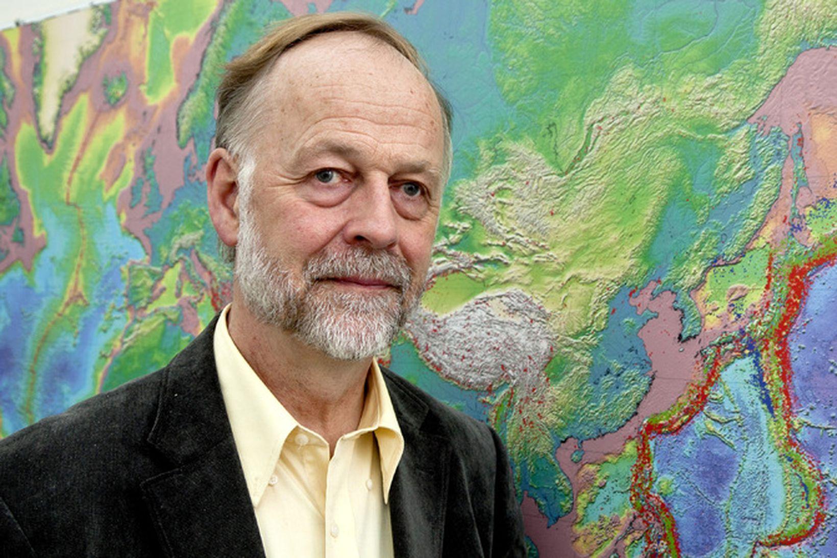 Páll Einarsson, prófessor emeritus við jarðvísindadeild Háskóla Íslands, er annar …